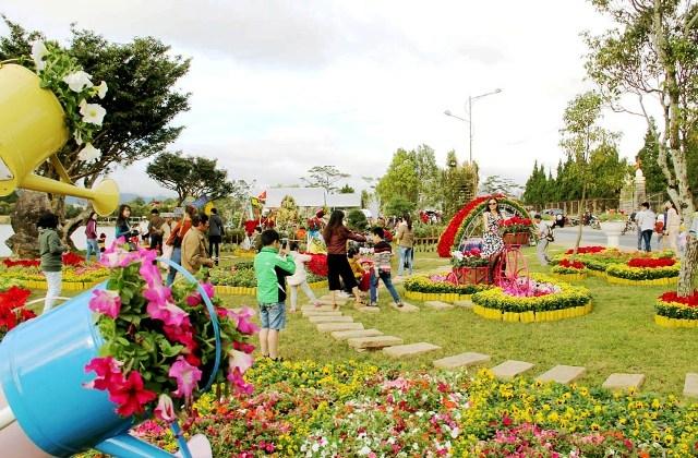 Khởi hành Festival Hoa Đà Lạt