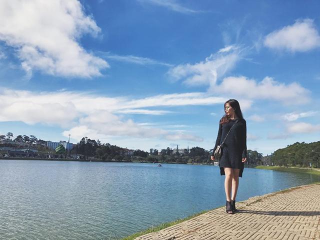 Dạo bước trên bờ hồ Xuân Hương Đà Lạt