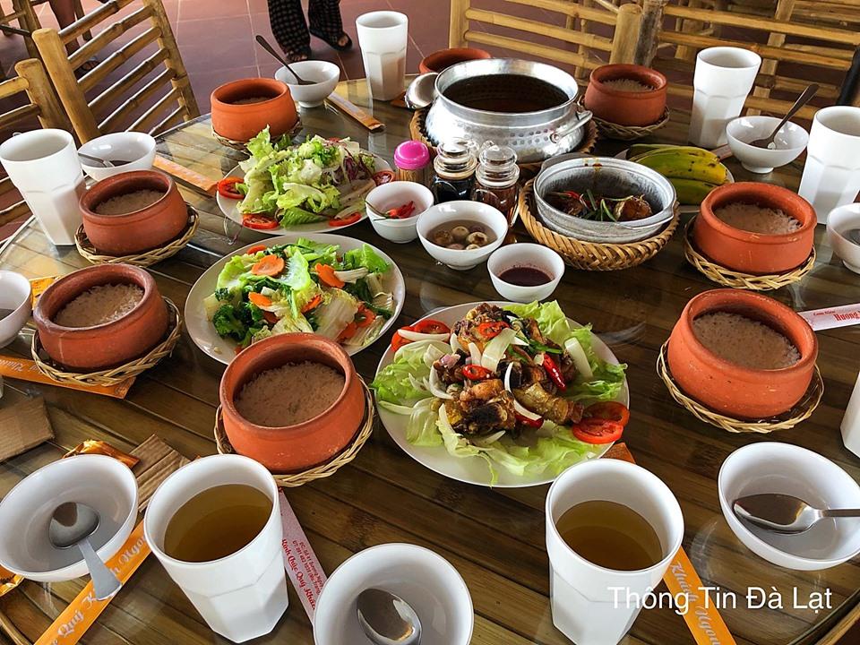 Ăn cơm trưa Đà Lạt tại cơm niêu Hương Việt