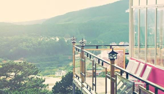 Nhà hàng trên đỉnh đồi Trăng