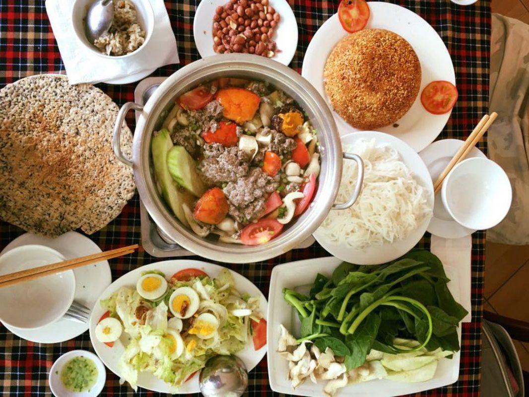 Dùng bữa trưa tại Dung 65 Đà Lạt