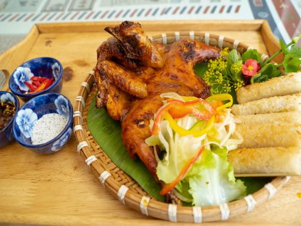 Cơm niêu và gà nướng tại Nhà Hàng Kim Gia Đà Lạt